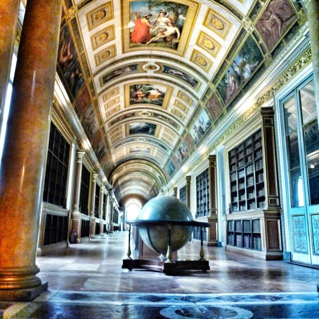Fontainebleau, La galerie de Diane, construite sous Henri IV, transformée en bibliothèque par Napoléon III