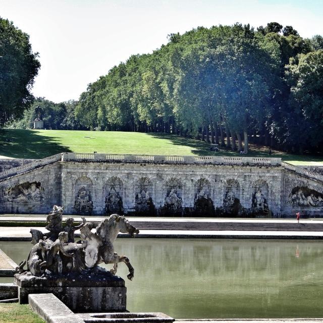 Vaux-le-Vicomte, le Grand Canal et la Grotte
