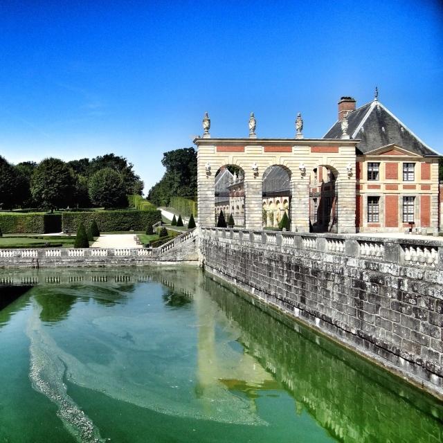 Vaux-le-Vicomte, douves entourant le château